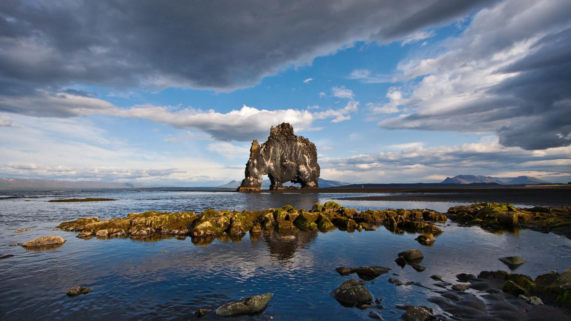 Nature___Islands_Island_Hippo_080167_
