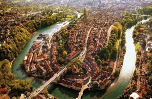 Вид-сверху-на-старый-город-Берна-300x196